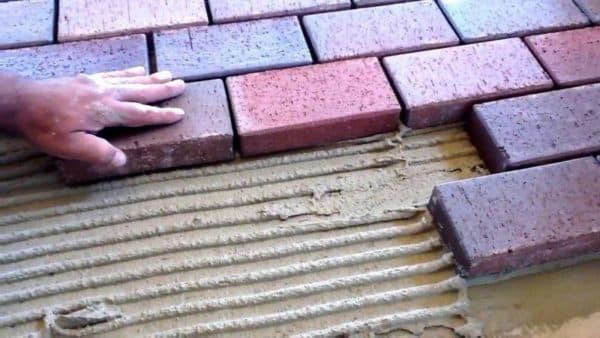 как класть тротуарную плитку